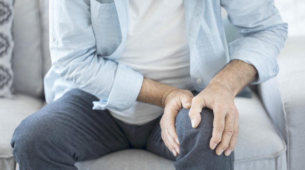 oldman-suffering-knee-pain-sitting-natural-arthritis-remedies-ss-FEATURE